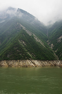 Yangtze River - new high water line after raising the level of the river.