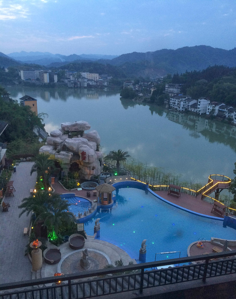 Dawn, hotel spa above the Xunjiang River