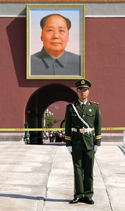 Beijing - Chinese guard and portrait of Chairman Mao, Tian'an Men Square.