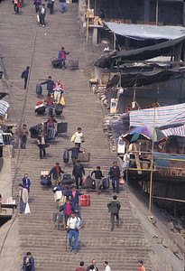 The staircase leading from the Fengjie city center to the banks of the Yangtze River. Workers carry tourist luggage down the 1000 steps.