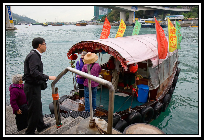 Loading sampan tour boat.