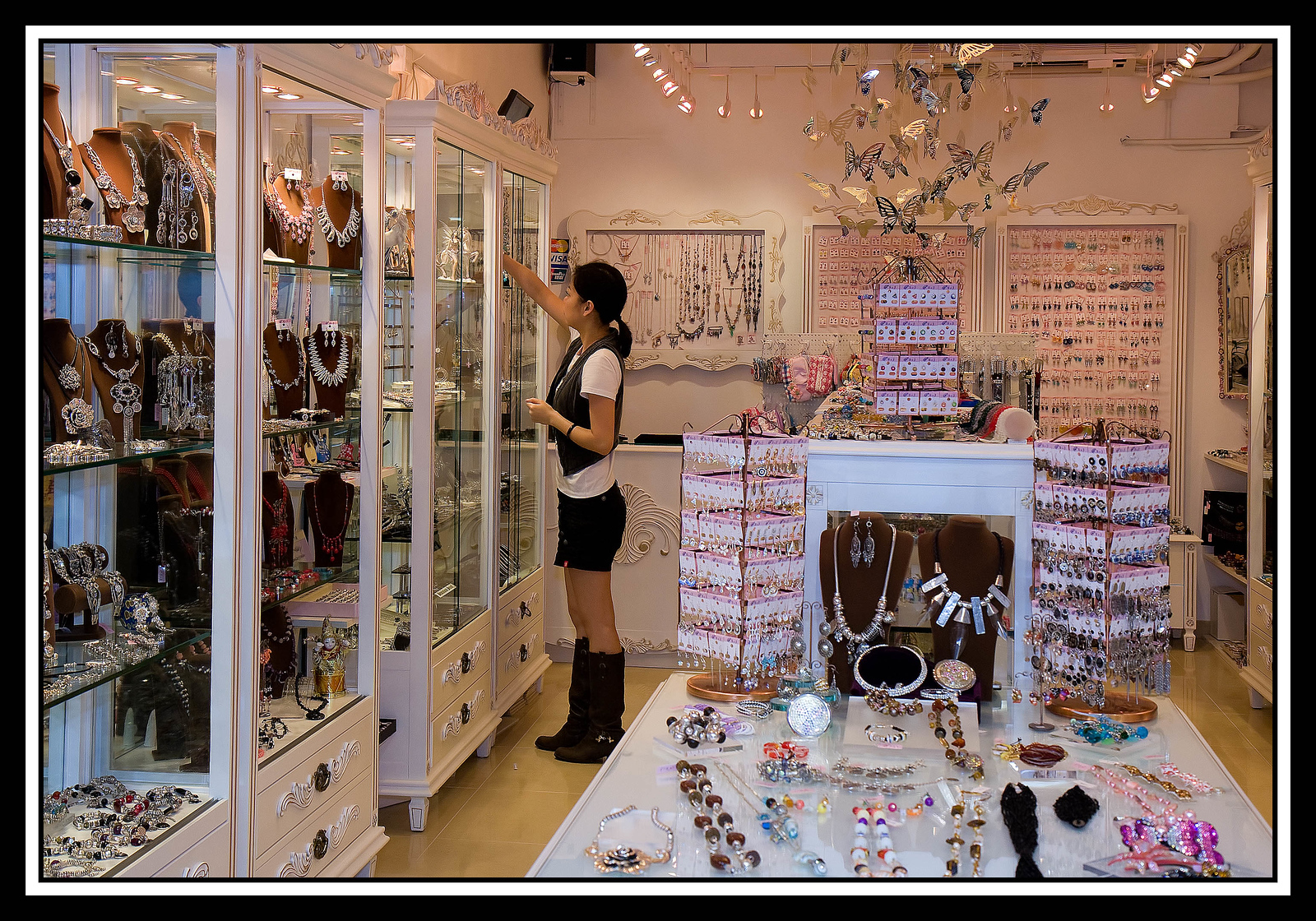 IMAGE: https://photos.smugmug.com/Travel/China-Focus-Tour-2010-Hong/i-wjkGcjJ/0/f2d0cf6f/X3/040%20Stanley%20Market%20-%20jewelry%20shop-X3.jpg