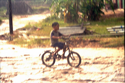 20000928 Cina boy on bike