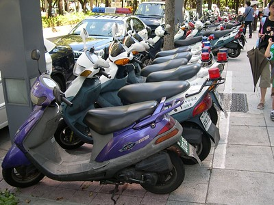 The Taipei City Police get scooters, not BMW motorcycles.