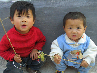 Cute little Li Jiang kids.