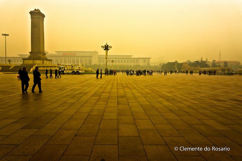 Tian'anmen Square( Tian'anmen Guangchang), shrouded in fog.