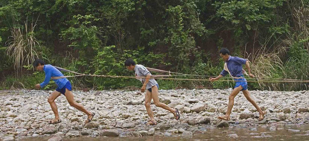 Trackers pulling sampans in the Daning River.