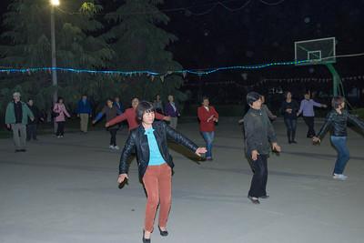 Dong Han dancing