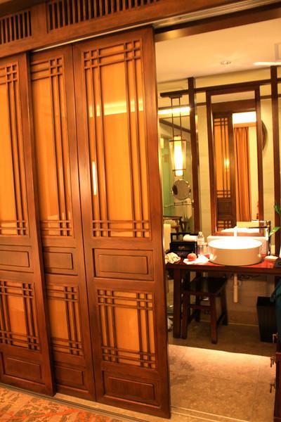 Sliding panels to large bath/shower area