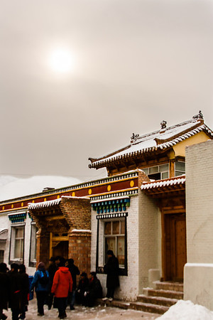 A winter's morning at Rongwo Monastery.