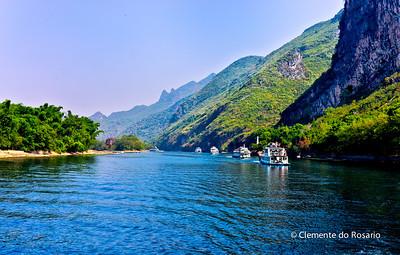 Cruising along the Li River from Guilin to Yangshuo