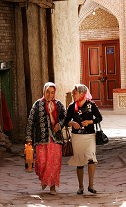 Urghar Women in Kashigar