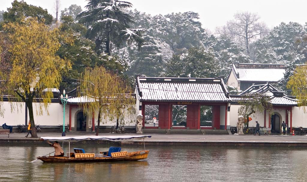 A Rare Snowy day on the West Lake