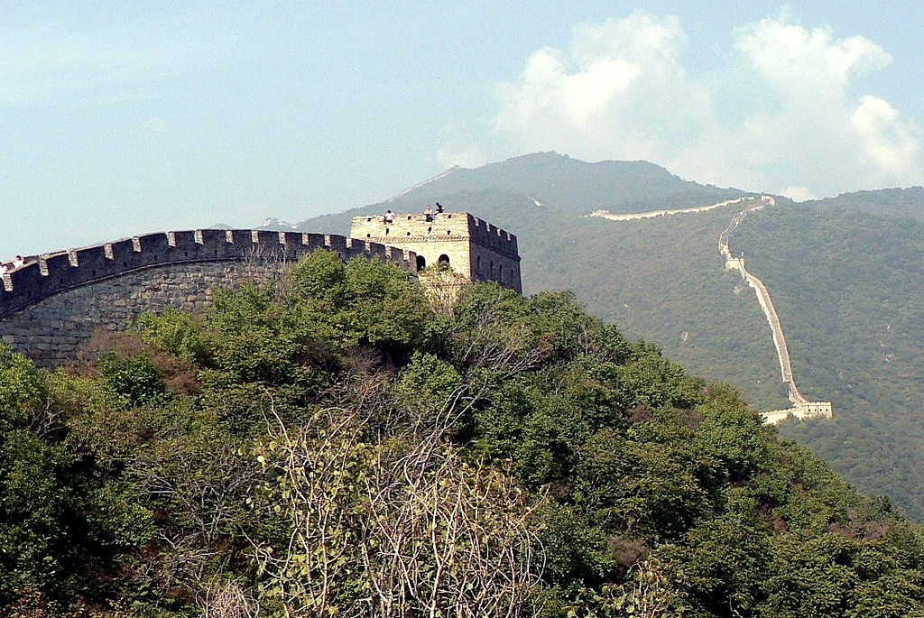 It took about ten years to finish and the wall stretched from Lintao (in the eastern part of today's Gansu Province) in the west to Liaodong (in today's Jilin Province) in the east.