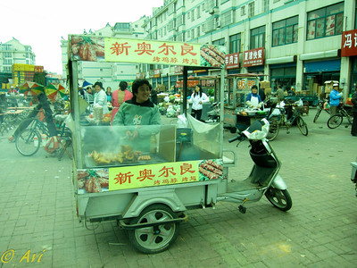 Lunchtime in downtown Dezhou