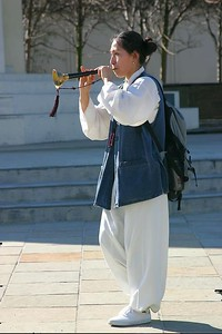 Flute player in Japantown (Post Street), San Francsico (CA)