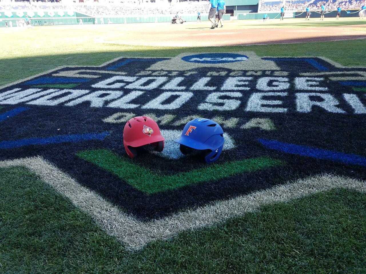 College World Series - Louisville v Florida