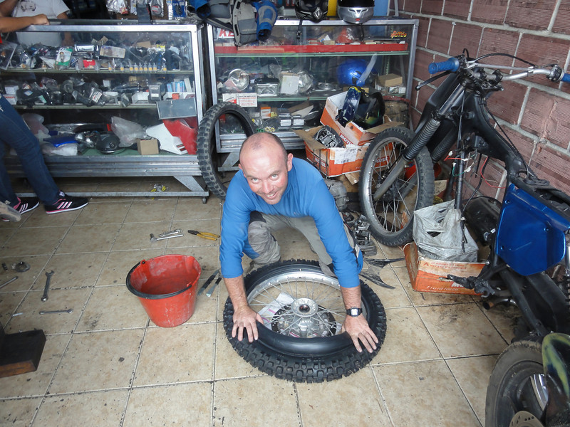 Fitting new tyres at Codimotos in Bucaramanga