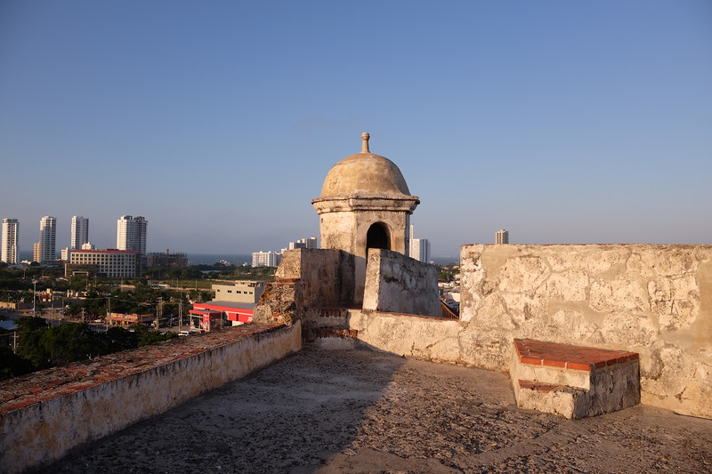 One of the watchtowers, facing the historic city (and the skyscrapers of Bocagrande.