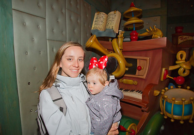 Scarlett and Margaret in Mickey Mouse's House - Toon Town Disneyland (Jan 2013)