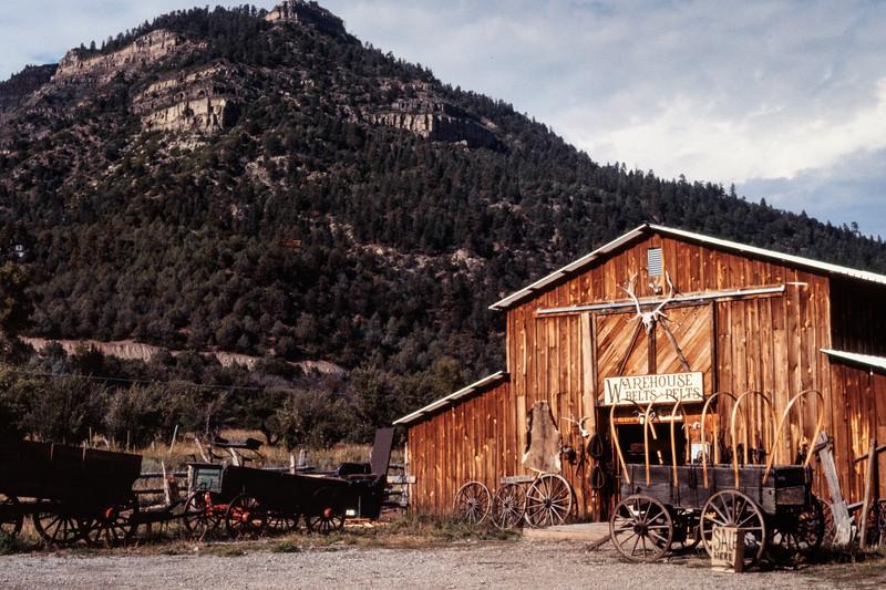 western_barn-t10179