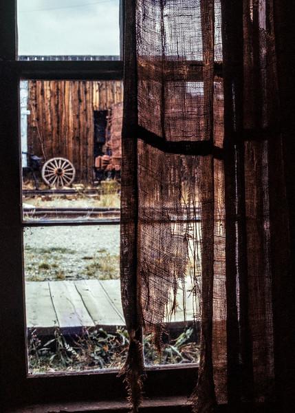 window+torn_curtain-t0053