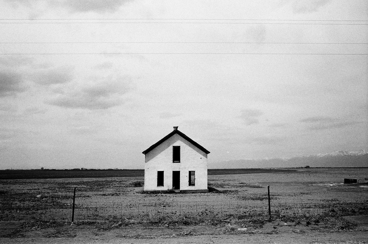 Abandoned house en route to Great Sand Dunes