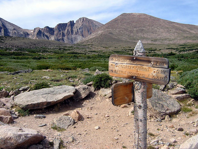 Hike to Chasm Lake: Over the moraine, we're getting closer. A sign points the way.