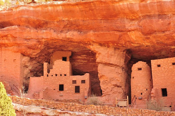 Colorado's Manitou Cliff Dwellings