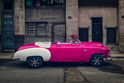 Contrasts In Cuba