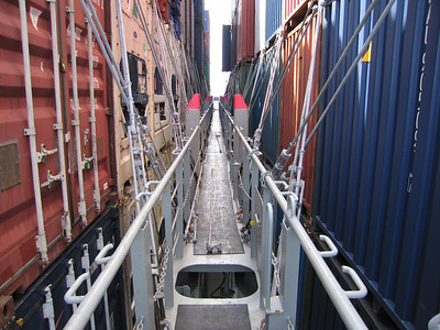 Totaal 6431 containers, 2795x20 feet, 3636x40 feet