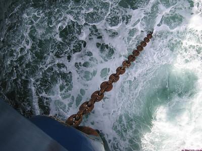 De ankerketting heeft een lengte van 300 meter. Maximale ankerdiepte is ca. 80 meter.