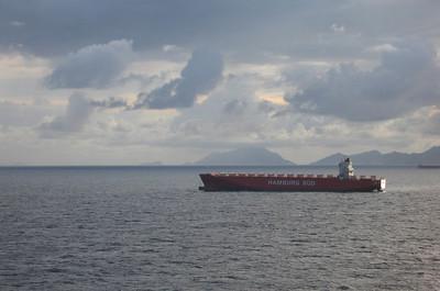 De economische crisis zichtbaar, een opgelegd containerschip