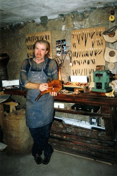 Artesano fabricante de pipas