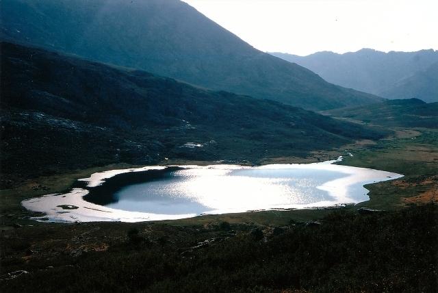 Lago Ninu parece precioso de lejos. Cuando te acercas esta lleno de barro, y, de aguas cristalinas nada