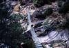 Puente colgante en la ruta. Debido a la poca altura tampoco era para morirse