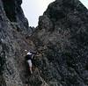 Ascenso grimpando durante la GR 20 que atraviesa de norte a sur Corcega