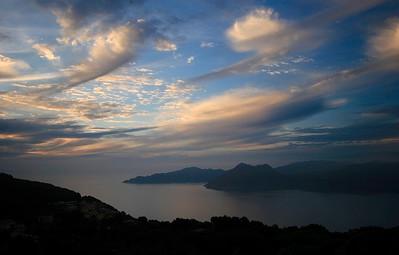 Mysterieus zonsondergang bij Piana. Corsica, Frankrijk.