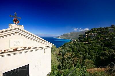 Kapel langs de weg van Cap Corse. Nona, Corsica, Frankrijk.
