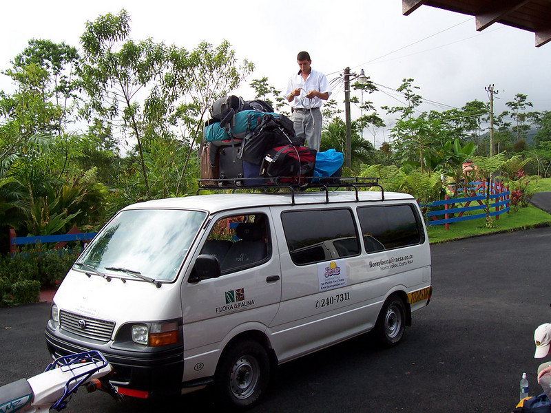 And we're off to Monteverde the next morning... hoping the suitcases stay on.