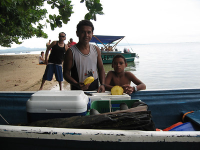 Ramon y Roberto of Roberto Tours Snorkeling