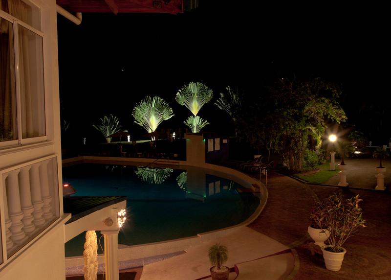 Costa Rica 2013: Uvita - 281 Hotel Cristal Ballena pool at night