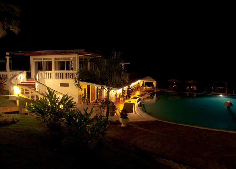 Costa Rica 2013: Uvita - 282 Hotel Cristal Ballena at night