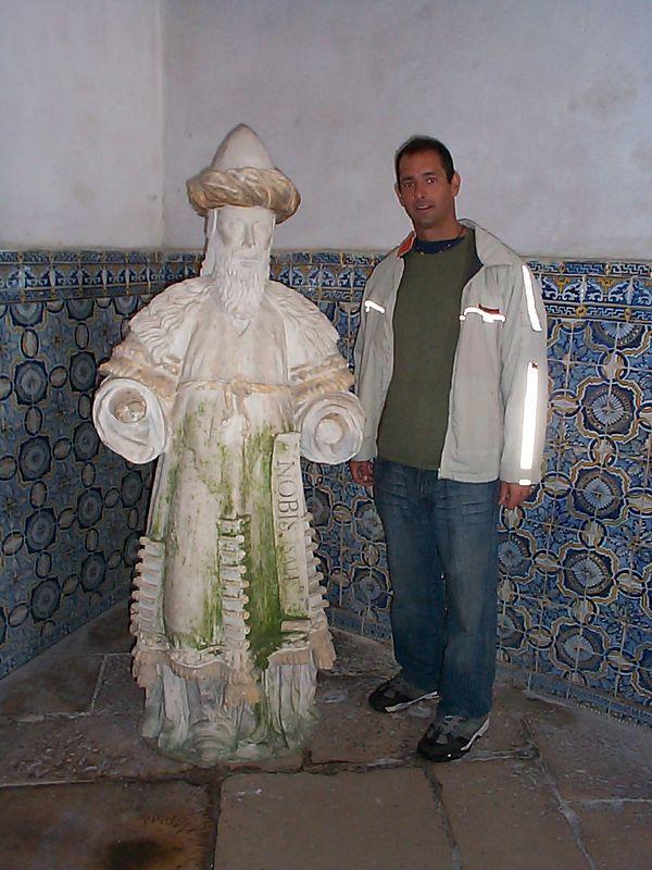 KT posing with Vasco De Gama