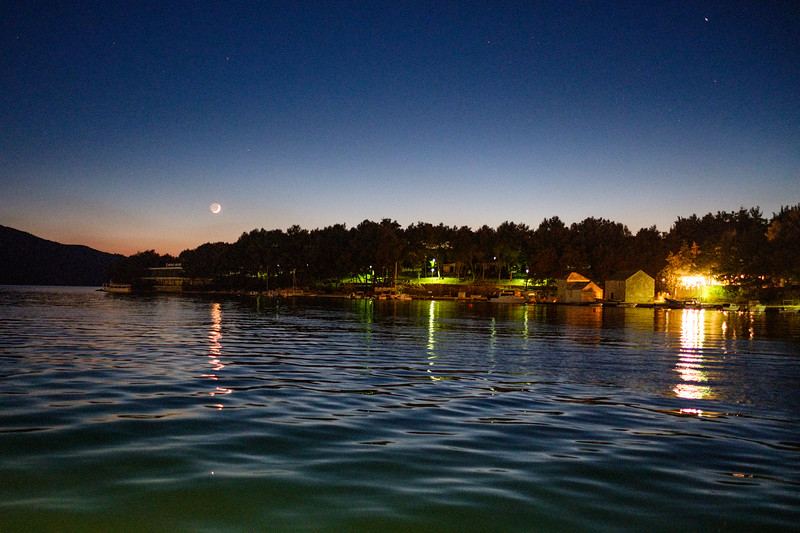 Evening in the Stari Grad harbor