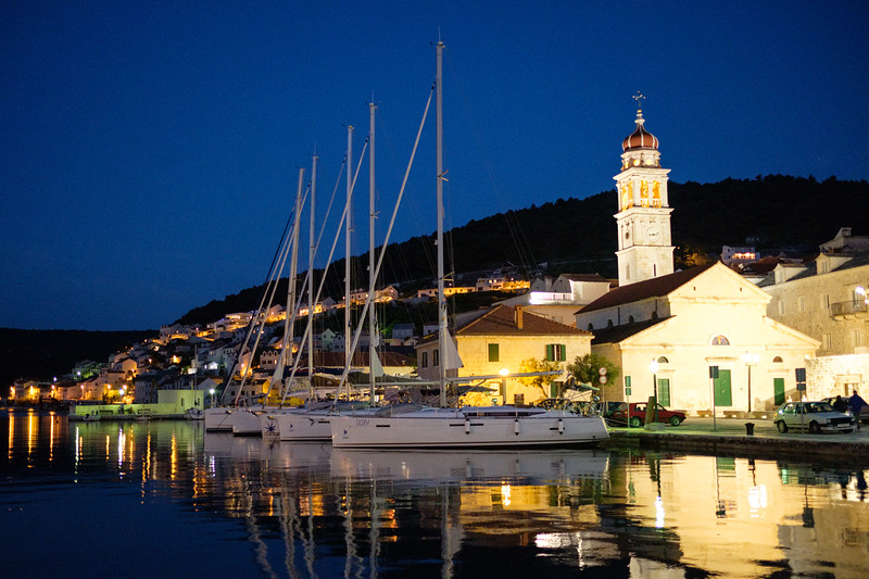 In the marina of Pucisca.