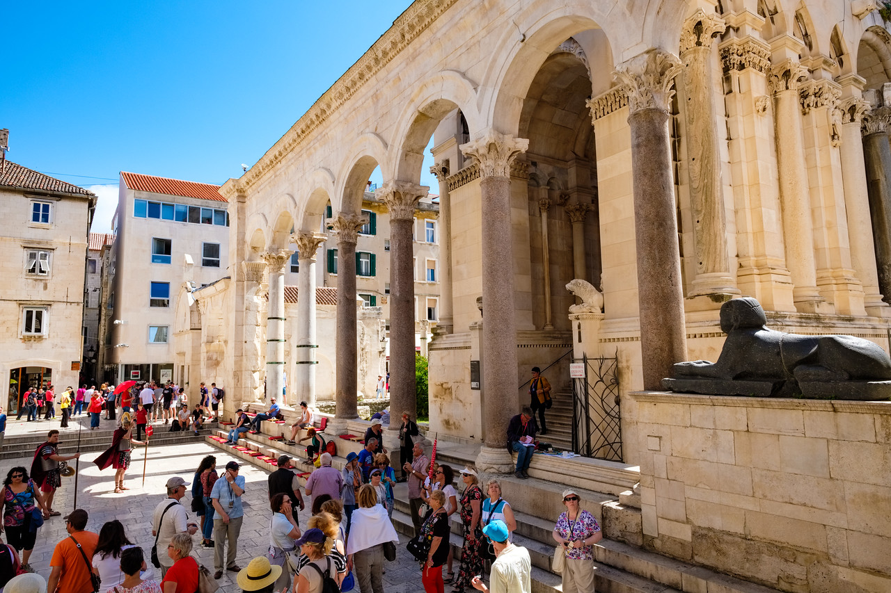 Morning crowds forming in Diocletian's Palace