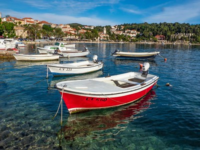 Cavtat....small fishing town....the Ragusa Clan (historical part of the Julie Raguse family)  migrated and founded Dubrovnik in about the 10th Century