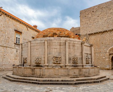 Onofrio's Fountain just inside Pile Gate was erected in the 16th Century and is still working