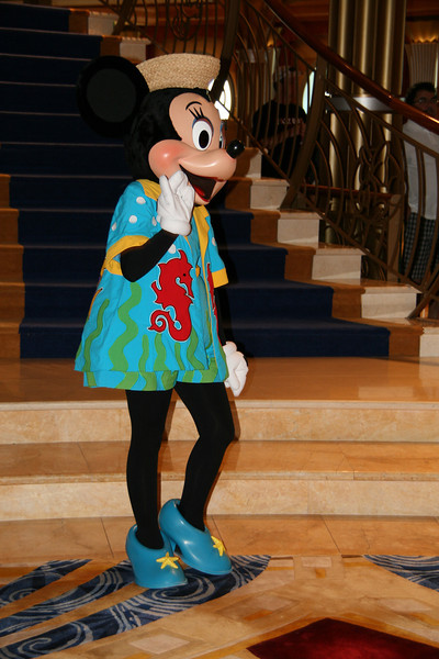 Minnie Mouse dressed for Castaway Cay
